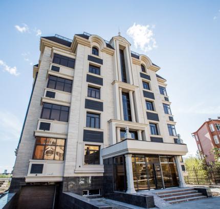Astana city de Luxe residential complex Tashenova on street